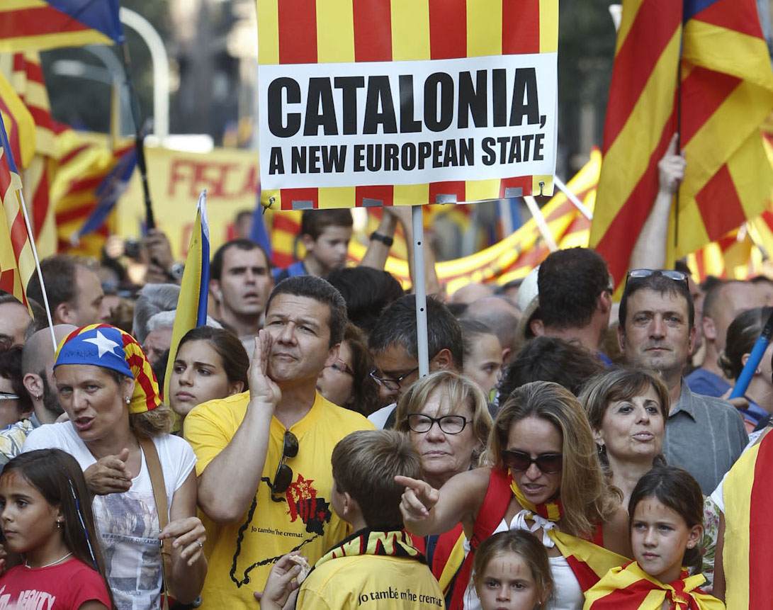 According to poll, a minority of around 40 percent of Catalans support independence, although a majority want to hold a referendum on the issue. | Source: elpais.com
